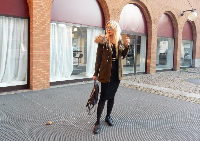 In questo post troverete qualche consiglio su come vestirsi in ufficio. La cosa più importante è avere dei capi basici così da poterli intercambiare.