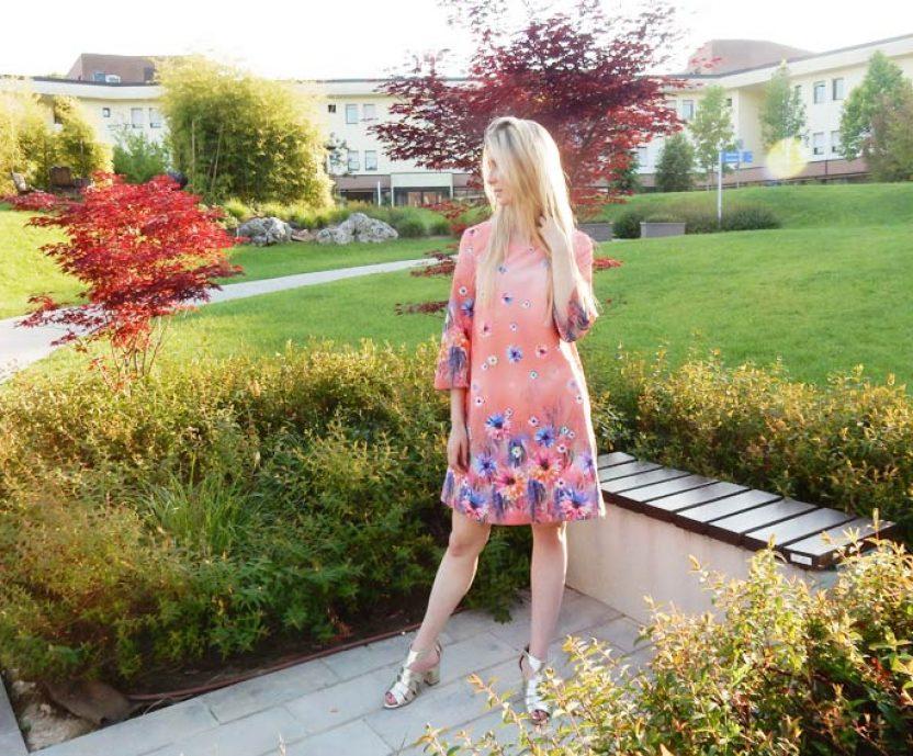 Come indossare un vestito floreale in 5 modi diversi